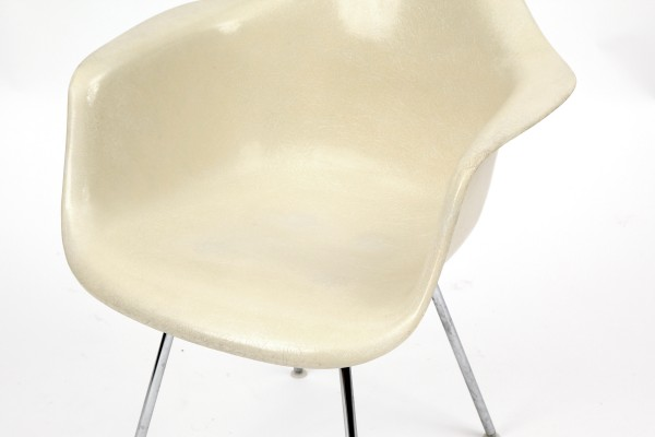 Eames Eggshell Chair Images